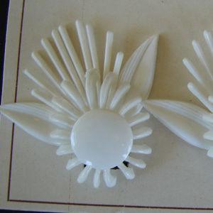 large vintage white plastic flower earrings new